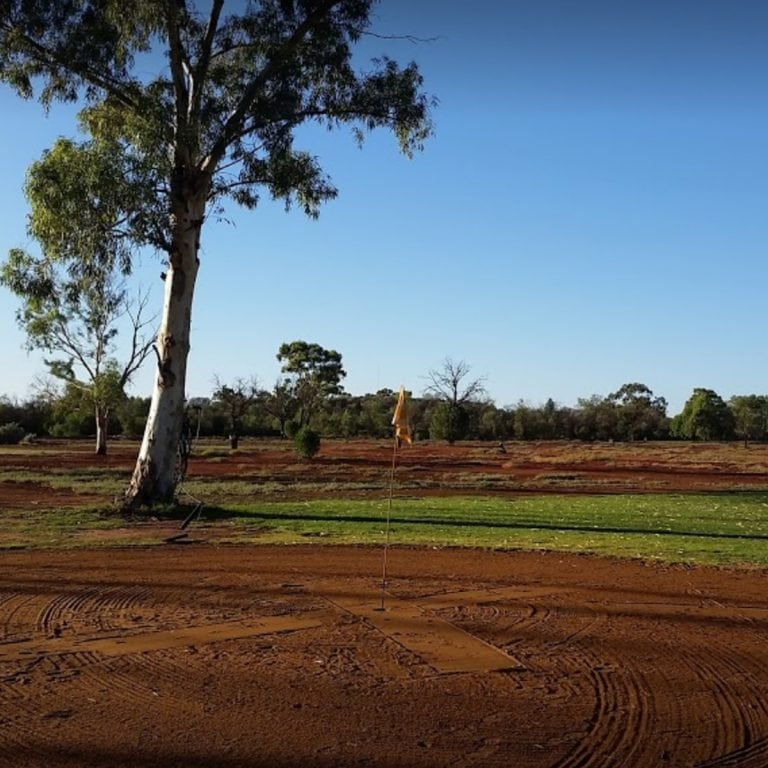 These are some images of Cobar Bowling and Golf Club