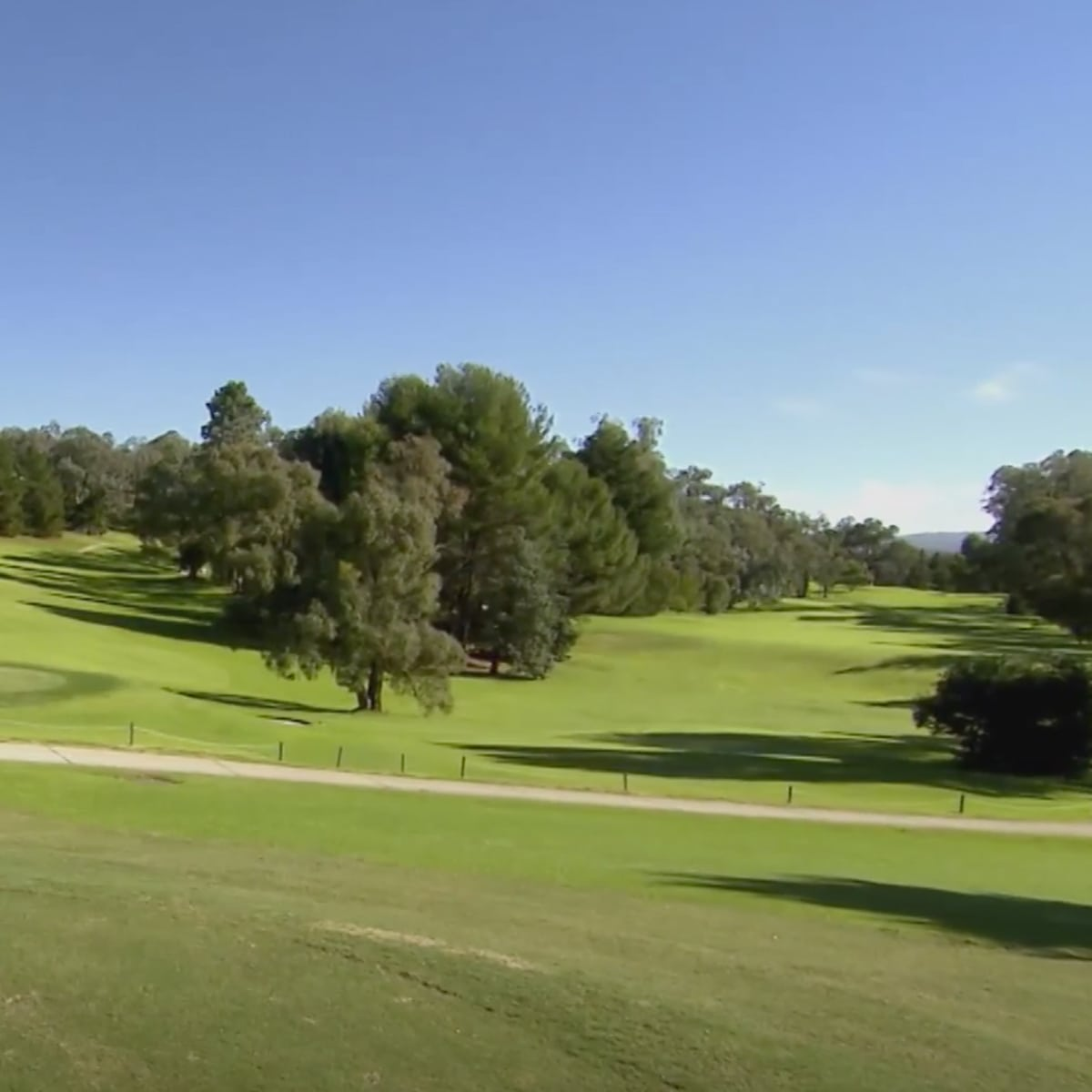 Images of the golf holes at Commercial Golf Resort Albury