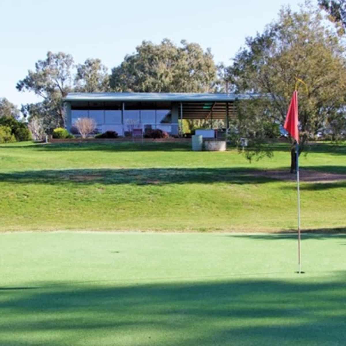 18th green at Jindera Golf Club