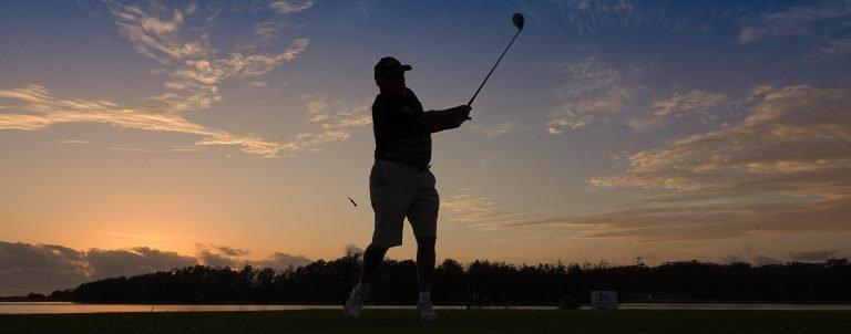 Golfer ay Sunrise